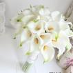 La sposa tiene una simulazione calla lily fiore bouquet damigelle fiore fiore ragazza mano