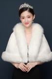Mantello bianco caldo di nozze dello scialle della sposa di inverno