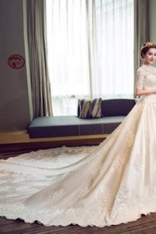 Abito da sposa Raso Maniche Corte T-Shirt Treno reale Chiesa Lace Coperta