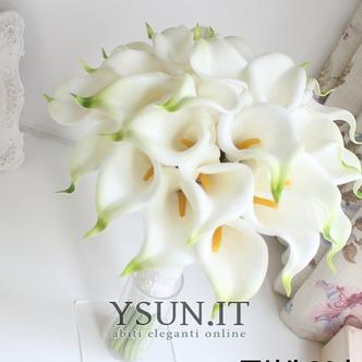 La sposa tiene una simulazione calla lily fiore bouquet damigelle fiore fiore ragazza mano - Pagina 1